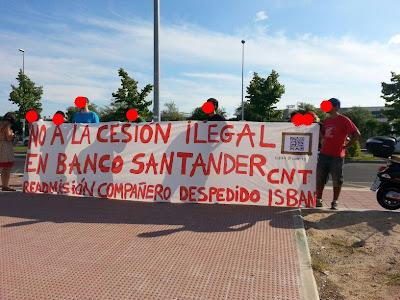 """Días de acción confederal e internacional contra el Banco Santander Isban, SOLIDARIDAD CONTRA EL GRUPO SANTANDER ISBAN READMISIÓN COMPAÑERO DESPEDIDO,   Días de acción confederal e internacional contra el Banco Santander - Isban Los sindicatos de la federación regional del centro de la CNT-AIT  han organizado diversos actos de protesta en solidaridad con el conflicto sindical que comenzó hace unas semanas en Madrid contra la empresa Isban (Grupo Santander). En la sede principal de Isban, en Boadilla del Monte, los anarcosindicalistas de Madrid han exigido la readmisión del compañero despedido de Isban por constituir una sección sindical y denunciar pública y judicialmente los atropellos de la dirección.El puesto de trabajo actual del represaliado de Isban en la empresa cesora también ha sido decorado para la ocasión provocando el enfado de la dirección. Tras ordenar la retirada de la pancarta y obtener una negativa, la dirección se ha encargado personalmente de requisarla. El conflicto continúa en aumento sin que la empresa dé muestras de voluntad de diálogo. Tras el despido del delegado sindical de la sección de CNT-AIT en Isban, sindicatos revolucionarios de todo el mundo federados en la AIT están comenzando a difundir el mensaje de los trabajadores en lucha y preparan acciones coordinadas. El próximo 1 de octubre la Internacional ha convocado un día de acción contra el Banco Santander en todo el mundo. Isban, empresa perteneciente al todopoderoso Grupo Santander dirigido por Emilio Botín, mantiene un entramado de empresas """"cárnicas"""" que actúan como Empresas de Trabajo Temporal y la proveen de mano de obra barata y precaria. Más de 10.000 trabajadores en todo el mundo son ilegalmente cedidos a Isban, de forma que para despedir a alguien basta con comunicarlo a la """"ETT"""" de turno. Sin coste alguno para el banco, por supuesto, ya que según ellos no se trata de un despido sino de un """"cambio de proyecto"""" en la empresa """"cárnica"""", que normalmente opta por despedir al tra"""