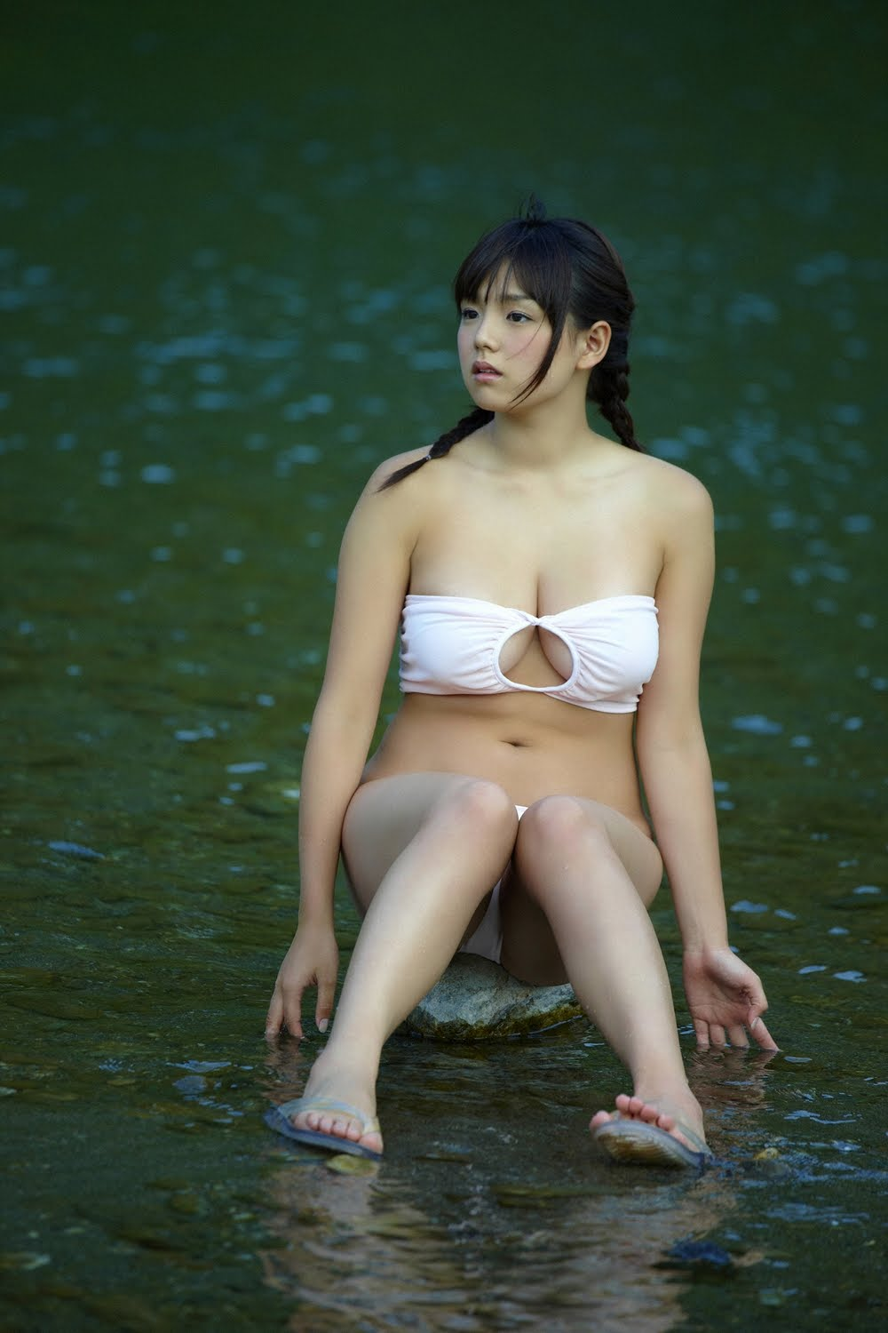 ai shinozaki busty japanese idol 02
