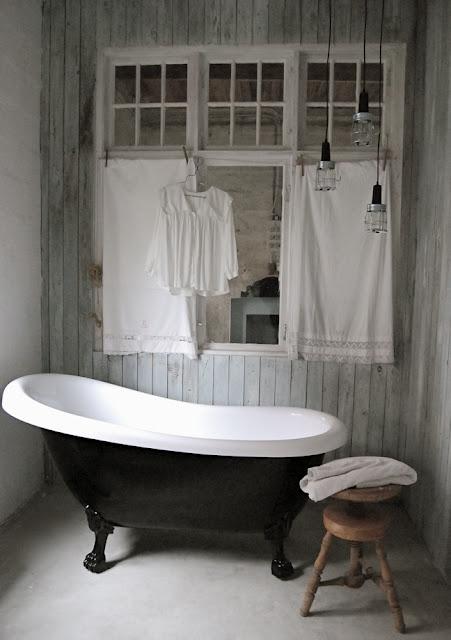 Monochrome shabby chic i heart shabby chic - Salle de bain shabby ...