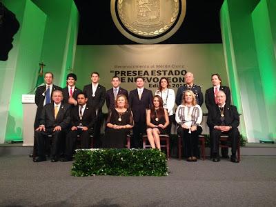 Hiram Mier reconocimiento al merito civil 2013