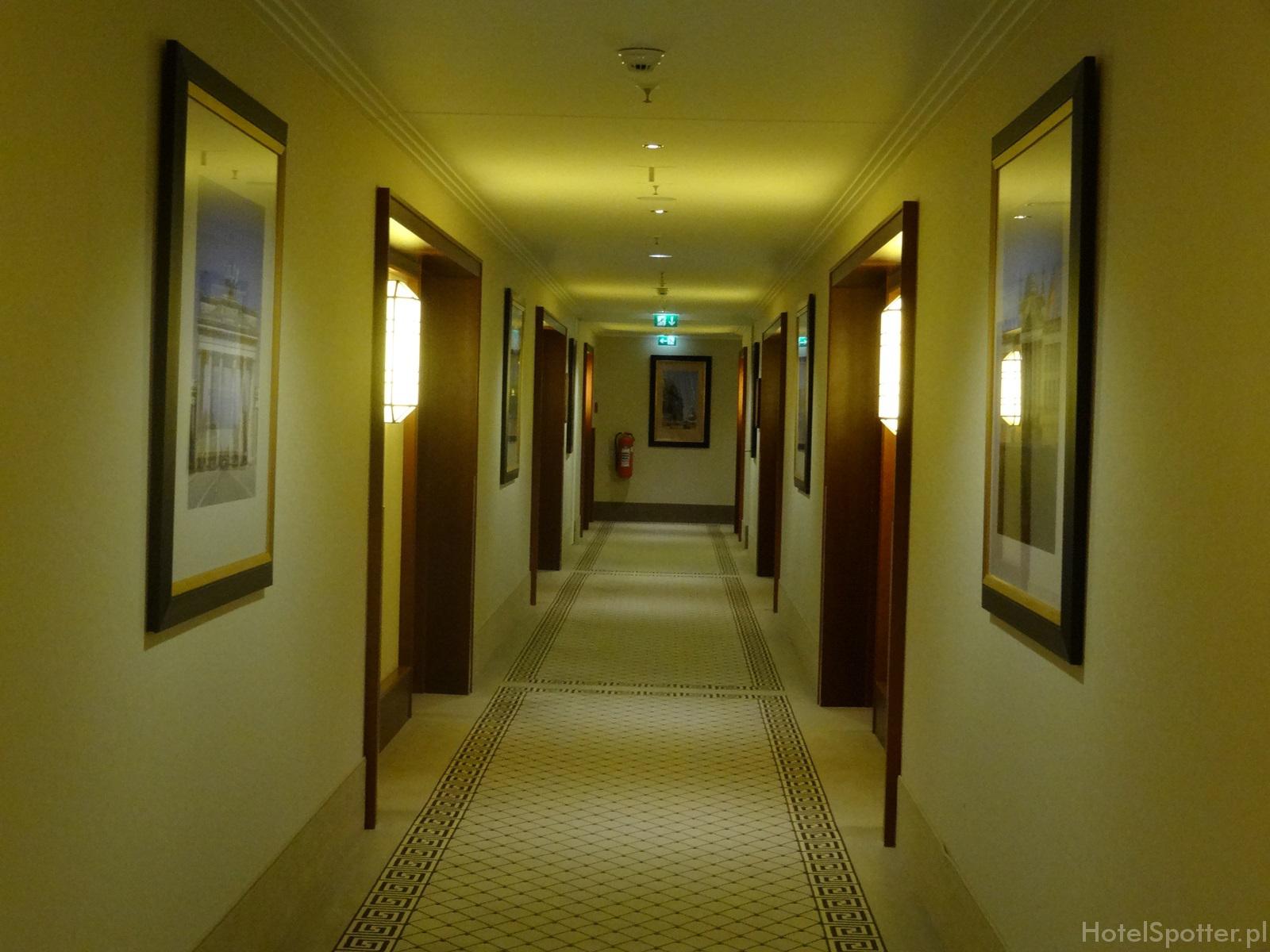 Maritim Hotel Berlin - korytarz corridor