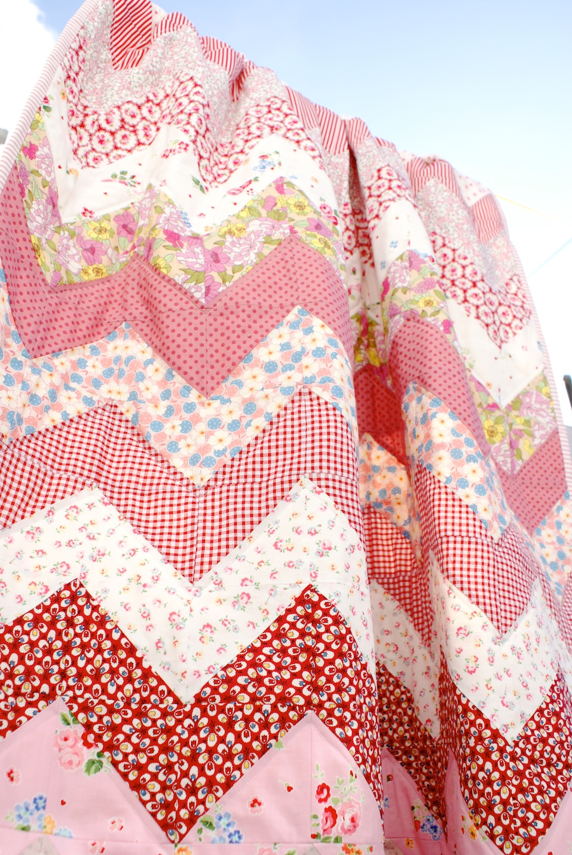 MessyJesse - a quilt blog by Jessie Fincham: Finished Chevron Quilt!