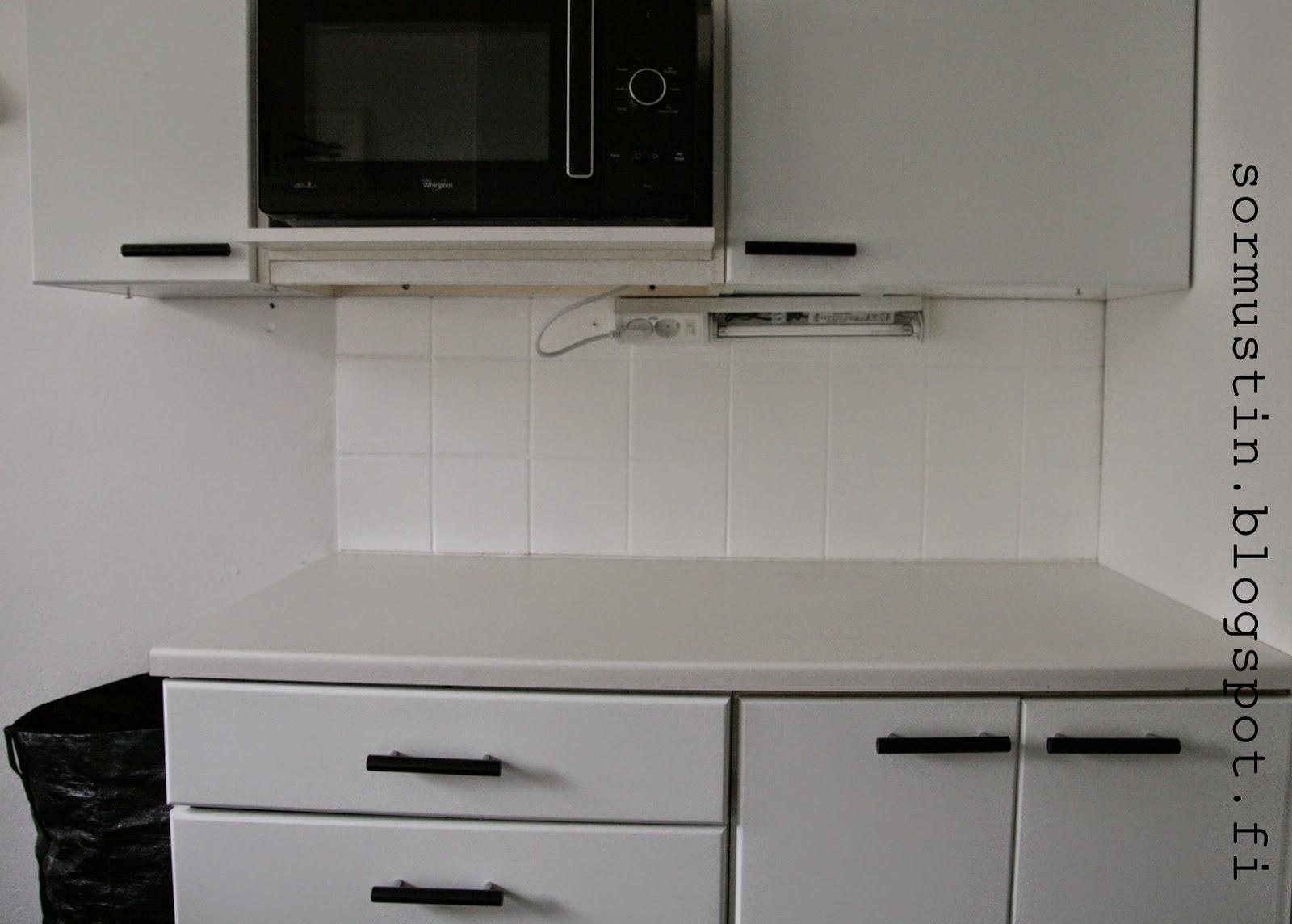 Project keittiö eli maalatut kaakelit ja ovet  s o r m u s t i n