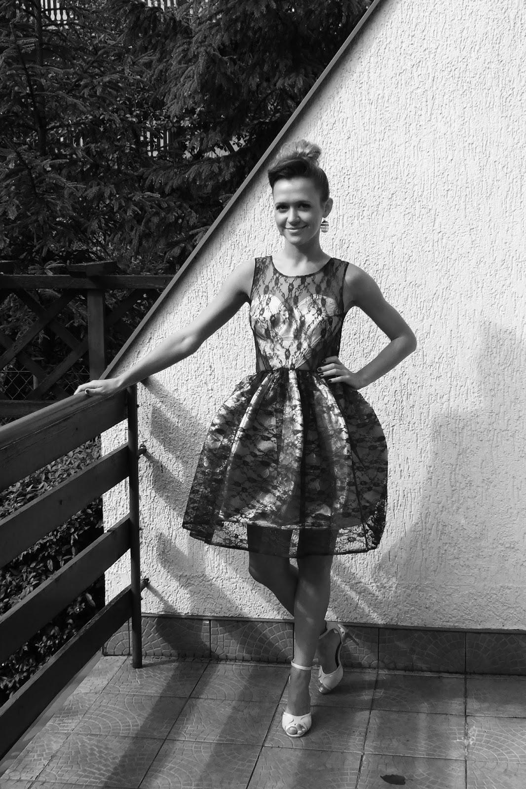koronkowa sukienka na wesele bombka