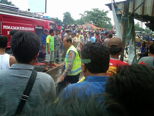 foto kebakaran pasar kertasemaya 14