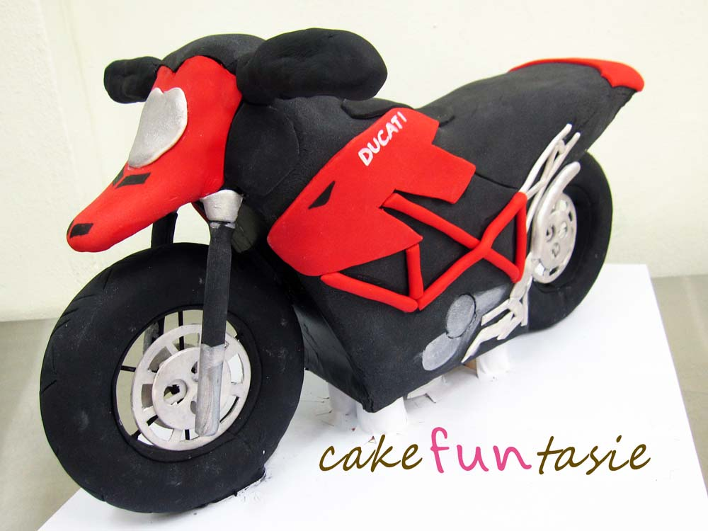 D Motorcycle Cake Instructions