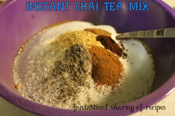 Instant Chai Tea Mix - a perfect blend of spices for the tea junkies in your life #tea #beverages #mix