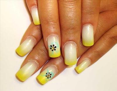 Uñas blancas y amarillas