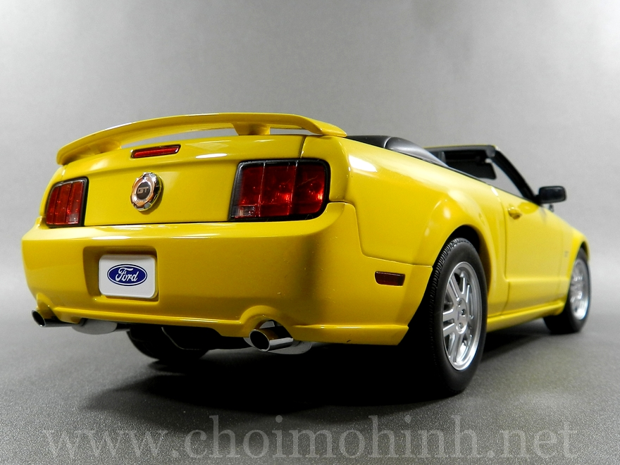 Ford Mustang GT Convertible 1:18 AUTOart back