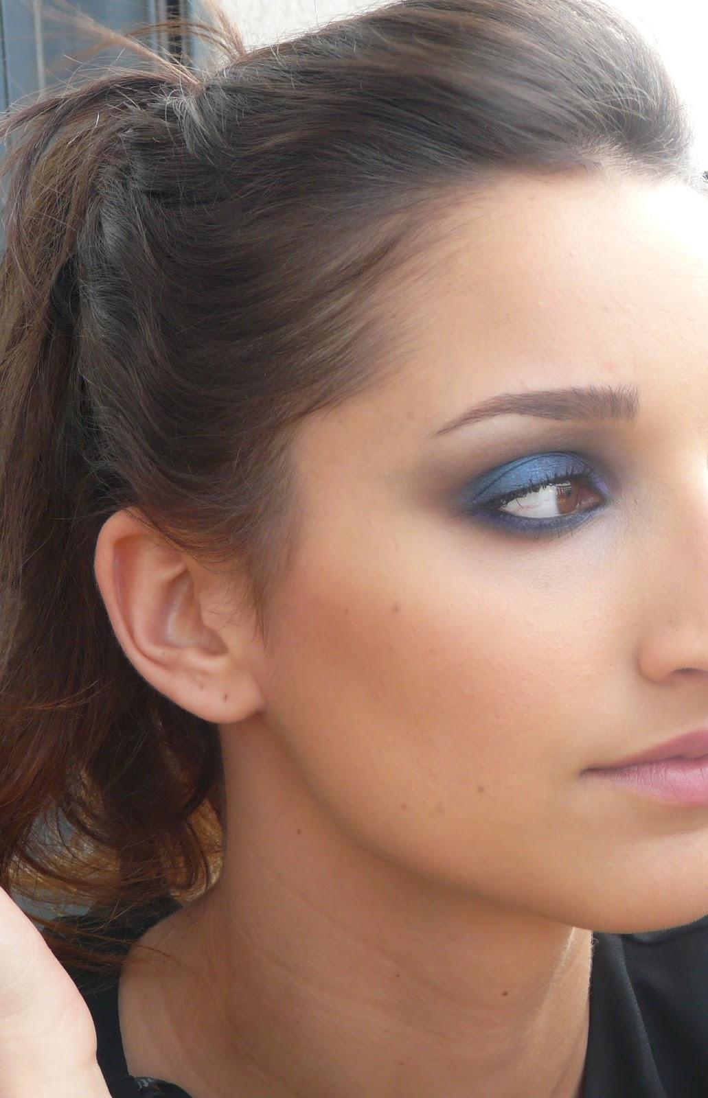 Maquilllaje de ojos en tonos azules - Tonos azules ...