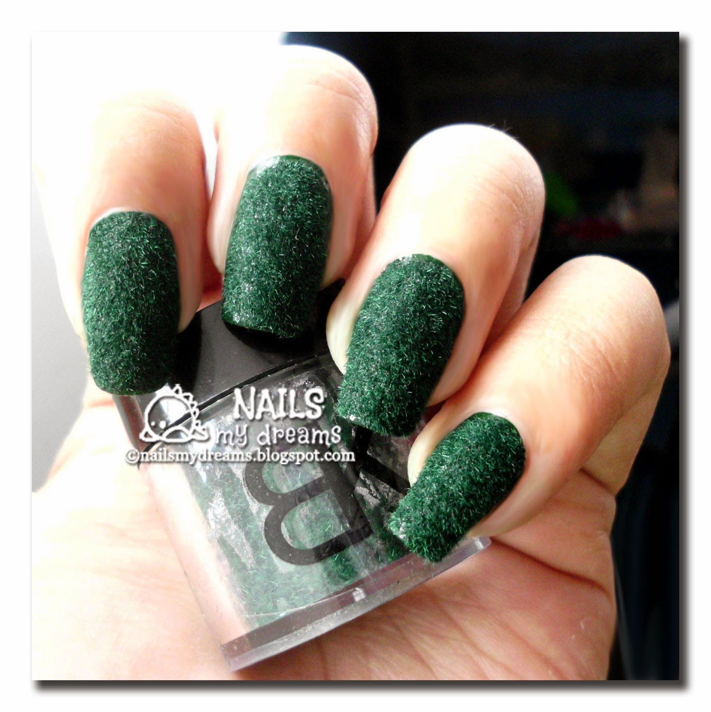 dark-green-flocking-velvet-nail-art-01