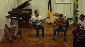 Bira Reis (percussão), Thiago Rosa (guitarra)