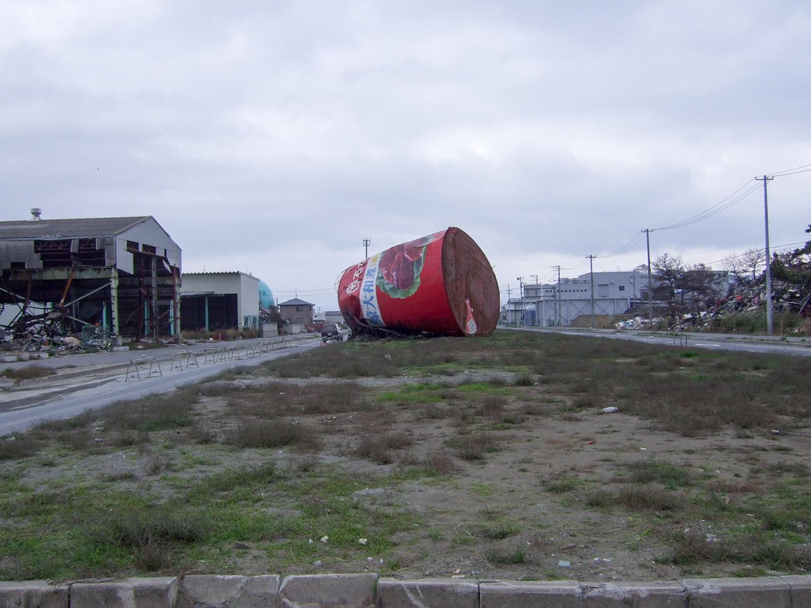 東日本大震災,鯨大和煮缶看板,石巻〈著作権フリー無料画像〉Free Stock Photos