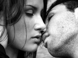 Y tus besos para mi.. huelen a gloria (L)