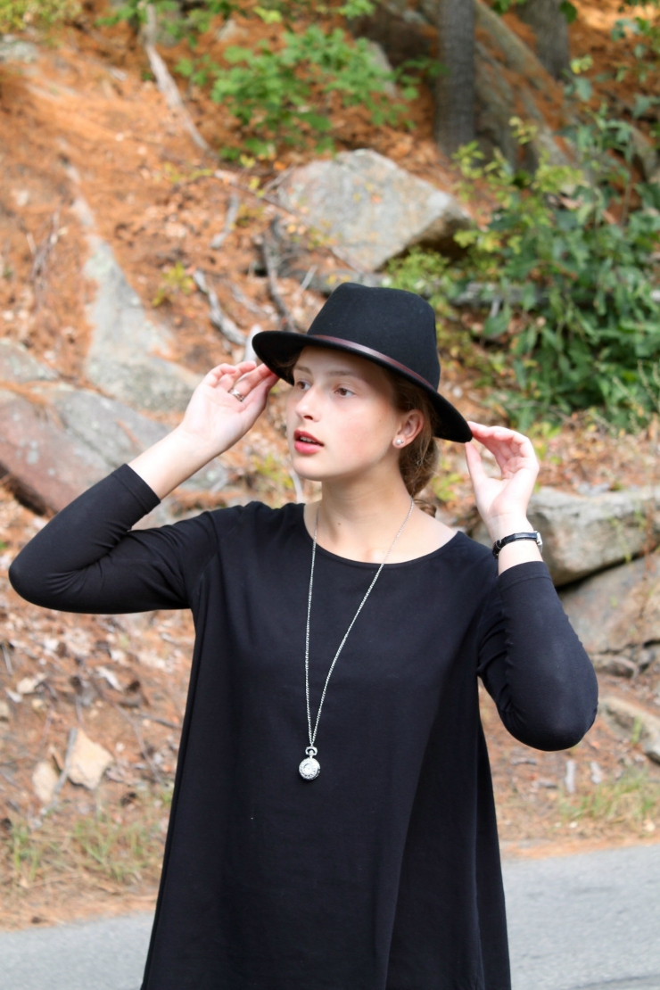 aztec skirt and loose long sleeve shirt and black fedora for a cute fall look