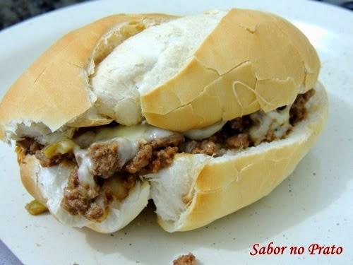 lanche rápido de pão com carne moída super fácil de fazer