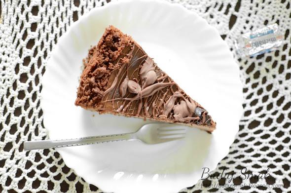 czekoladowy sernik z michałkami