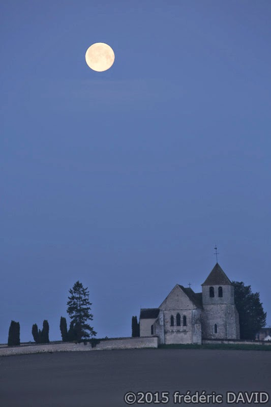 Lune ciel chapelle matin astre