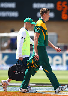 Morne-Morkel-walks-off-with-a-quad-strain-India-vs-South-Africa-ICC-Champions-+Trophy-2013