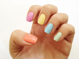 unhas com tons candy colors