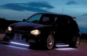 car tuners maken veel gebruik van funlights dit zijn lichten onder de auto het gaat hierbij om led of neon verlichting die in verschillende uitvoeringen