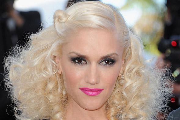 gwen stefani eye makeup. gwen stefani hot pink lipstick