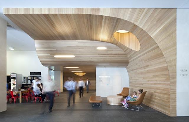 Revestimiento escultural de madera espacios en madera for Revestimiento adhesivo madera