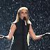 Paloma Faith apresentou 'Only Love Can Hurt Like This' no palco do BRIT Awards 2015