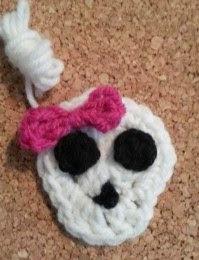 http://translate.googleusercontent.com/translate_c?depth=1&hl=es&prev=search&rurl=translate.google.es&sl=en&u=http://crafterchick.com/easy-girly-skull-with-bow-applique-crochet-pattern/&usg=ALkJrhgmSTeE4OtpHaVPwUO5l0LkOB1rzw