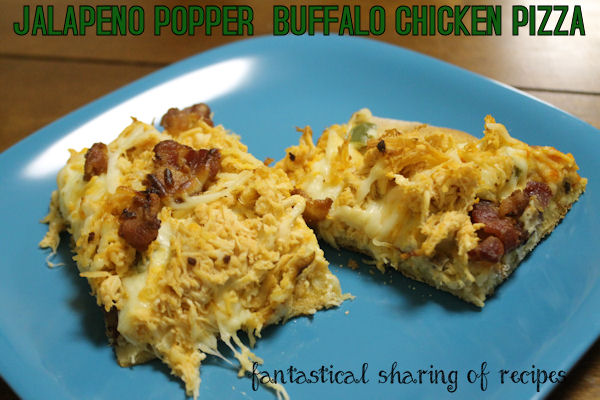 Jalapeno Popper Buffalo Chicken Pizza - a spicy food lover's dream pizza #recipe