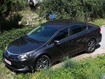 Toyota on The Internet Appeared First Pictures Of The Upgraded Toyota Avensis