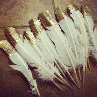 Glittered white feathers wedding favors