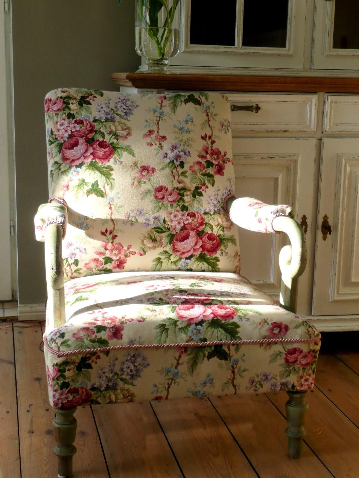 Fotel  w  róże