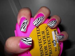 animal print na noktima