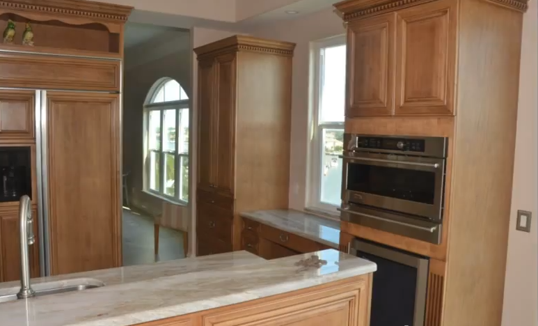 Refacing kitchen cabinets how to reface kitchen cabinets for Kitchen cabinet refacing