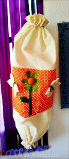 puxa saco de tecido com flores aplicadas