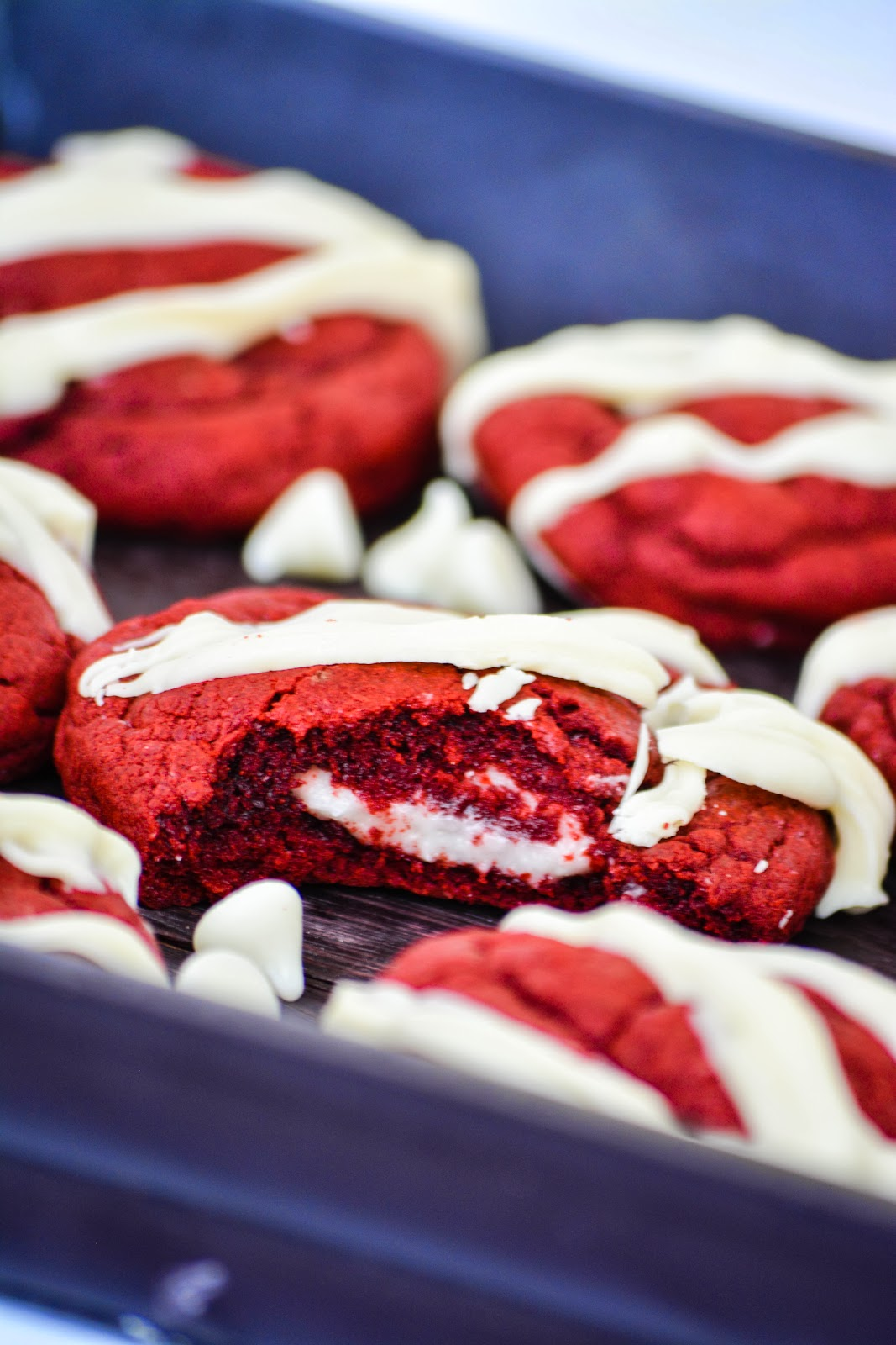 bella: Red Velvet Cheesecake Cookies