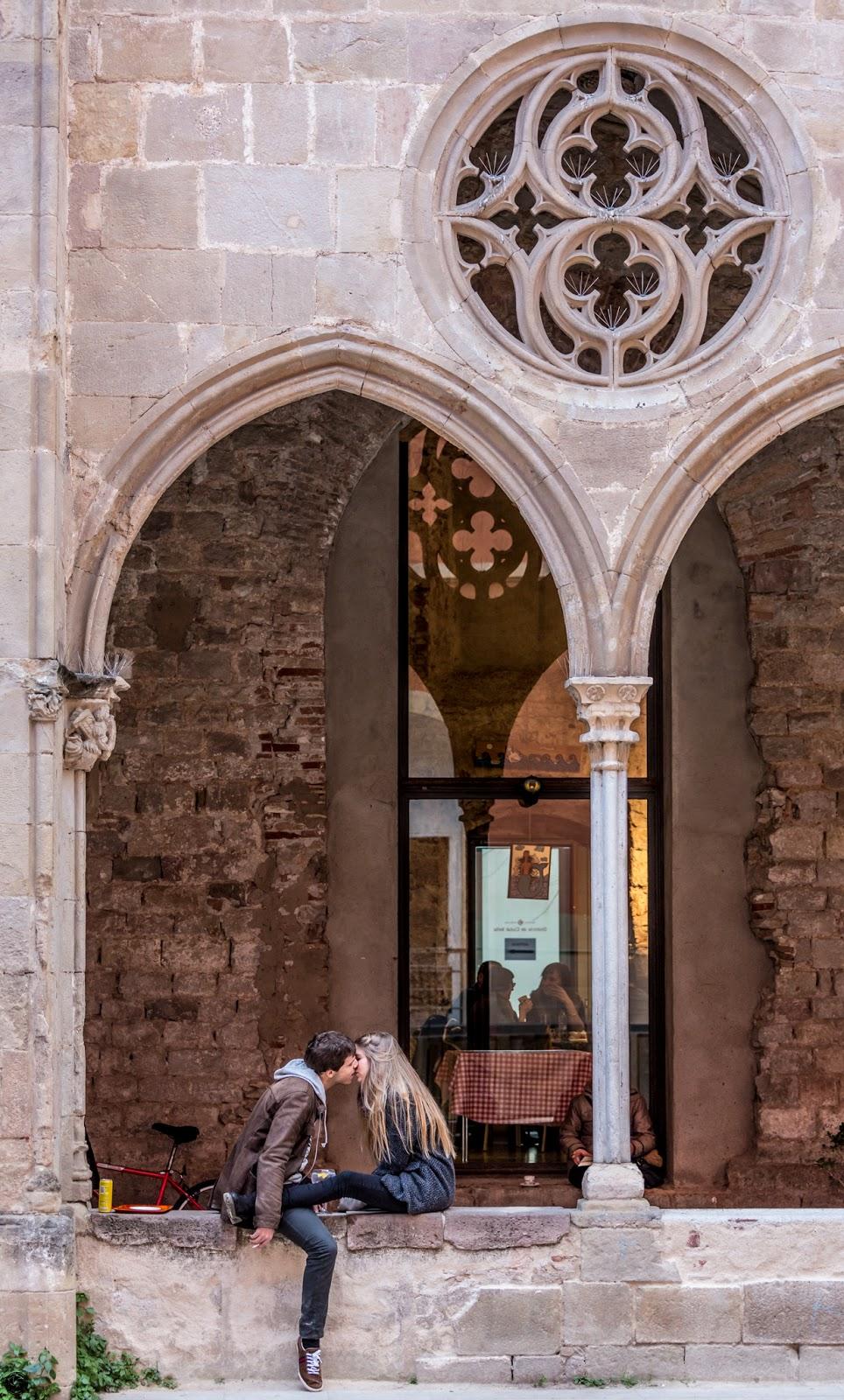 Kiss Bill en Sant Agustí :: Canon EOS 5D MkIII | ISO1600 | Canon 70-200 @89mm | f/4.0 | 1/80s