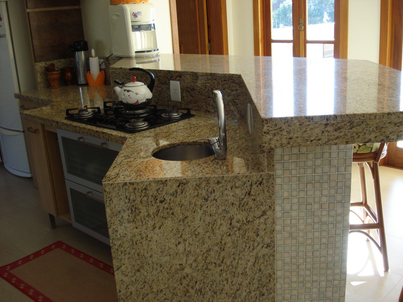 Tampos de Cozinha em Granito Amarelo Ornamental Marmoraria MPK #9B6C30 1600x1200 Banheiro Com Granito Ornamental