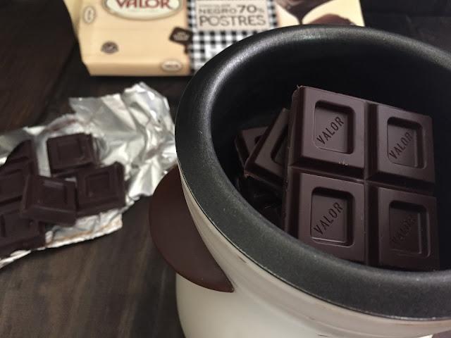 Tiramisú de cerezas. Derritiendo el chocolate postres Valor.