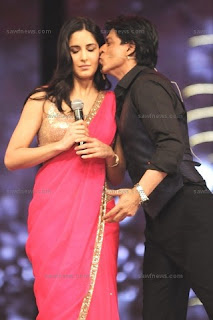 Katrina_Kaif_Shah_Rukh_Khan_Kissing_14Jan2012.jpg