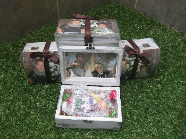 recuerdo de comunión de niños, caja decorada acorde a las fotos