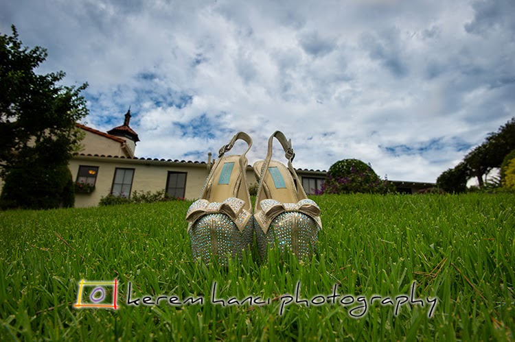 The brides shoes on the grass with La Venta Inn's tower in the background in Palos Verdes