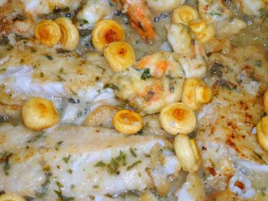 Camarão + pescada com champignons flambé au cognac