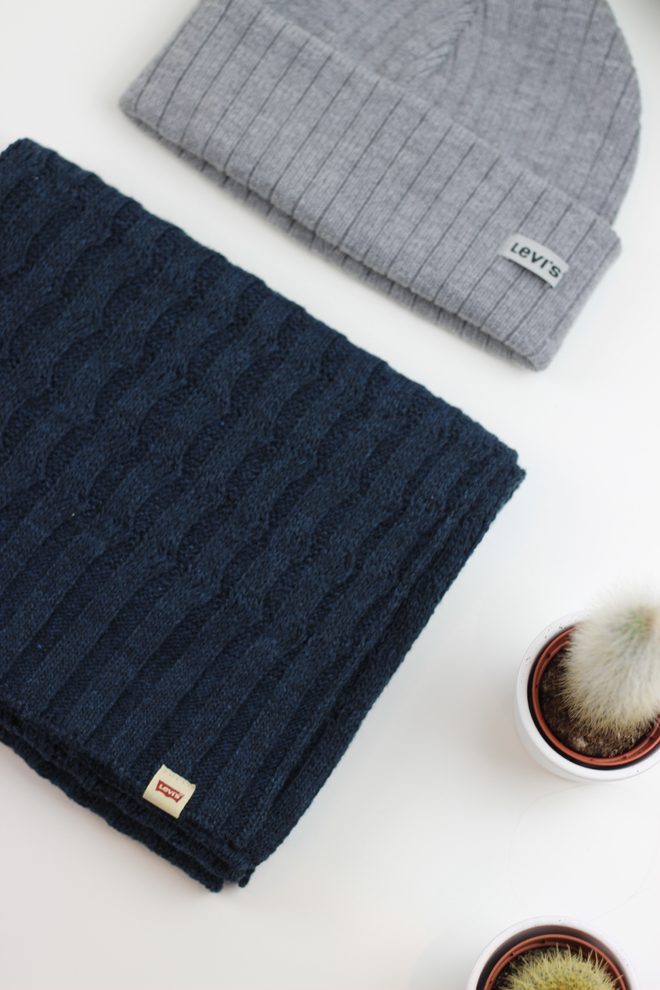 McArthur Glen Christmas Gift Ideas for Him  -  Levis Knitted Hat and Scarf
