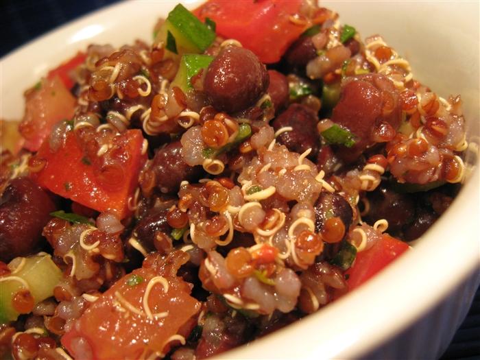 Ensalada de Quinoa y Frijoles Negros (Quinoa & Black Bean Salad)