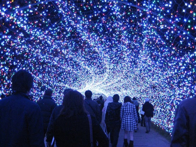 Kilau Cahaya Lampu Yang Indah Dan Gemerlap [ www.BlogApaAja.com ]
