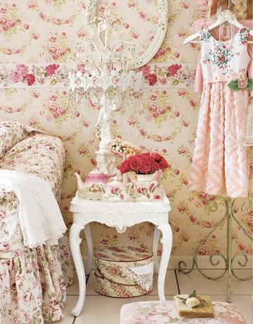 Decoracion biggie best y laura ashley for Floral wallpaper living room
