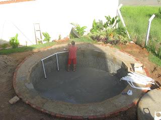 Simplesmente uma paix o outubro 2011 for Lona piscina redonda