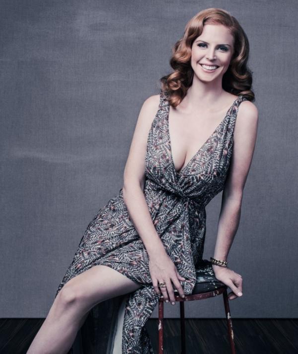 A Look at Beautiful and Busty Actress Sarah Rafferty